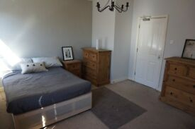 Very Large Double Room. Must be working. House share with other working people. Can have a couple.