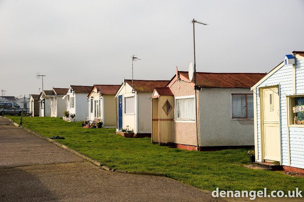 home chalet small bungalow self catering accommodation to rent by the sea leysdown kent