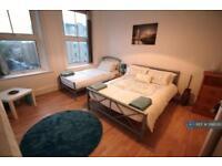 4 bedroom flat in Pentonville Road, London, N1 (4 bed)
