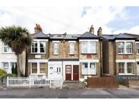 2 bedroom flat in Dupont Road, Raynes Park, SW20 (2 bed)