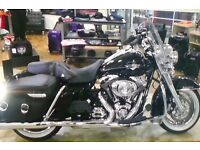 HARLEY DAVIDSON ROAD KING CLASSIC (FLHRC), LOW MILEAGE IN EXCELLENT CONDITION - OFFERS INVITED