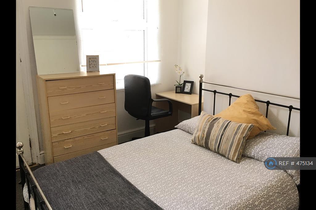3 Bedroom House In Hart Street Lenton Nottingham Ng7 3 Bed