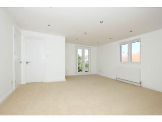 *** STUNNING 5 BEDROOM HOUSE *** AVAILABLE NOW *** Finchley Picture 3