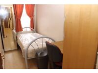 Box room available 01/04 close to transport links and shops