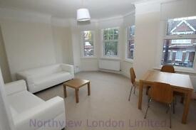 2 bedroom flat in Devonshire Road, Palmers Green
