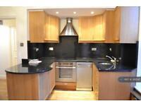 2 bedroom flat in Courtfield Road, London, SW7 (2 bed)