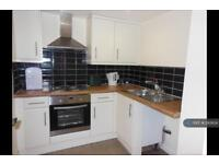 1 bedroom flat in Cross Crown Street, Cleckheaton, BD19 (1 bed)