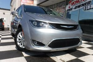 2017 Chrysler Pacifica Touring-L | Backup Camera | Heated Seats
