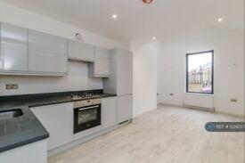 2 bedroom flat in Garratt Lane, London, SW18 (2 bed) (#1239357)