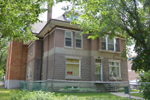 Bachelor Apartment near General Hospital - 1503 Victoria Ave