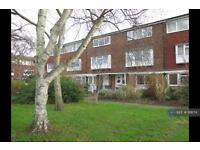 2 bedroom flat in Spurfield, West Molesey, KT8 (2 bed)