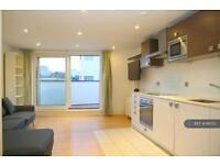 2 bedroom flat in Shepherdess Walk, London, N1 (2 bed)