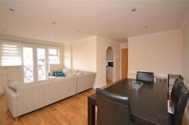 2 bedroom flat in Stephens Lodge, Woodside Lane, London, N12