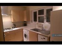 2 bedroom flat in Merridene Road, London, N21 (2 bed)
