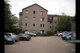 3 bedroom flat in Union Glen, Aberdeen, AB11 (3 bed) (#1082687)