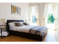 Beautiful 3 double bed, city centre flat - 9 month rental per yr (Sept - May). Free cleaner & wifi