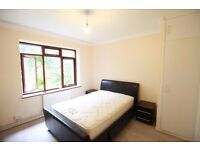 **1 bedroom spacious flat minutes from Angel Station and a scroll from Old Street/Shoredtich**