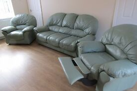 TOP QUALITY 3 PIECE SUPER COMFY LEATHER SUITE IN EXC.COND 3 SEATER SOFA 2 CHAIRS INC RECLINER