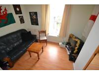 2 bedroom flat in Flora Street, Cathays, Cardiff