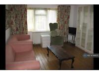 1 bedroom flat in East Crescent, Barnet, N11 (1 bed)