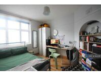 3 bedroom flat in Denmark Road, Kingston Upon Thames, KT1 (3 bed) (#1110536)