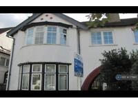 2 bedroom flat in Millway, London, NW7 (2 bed)