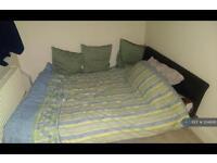 2 bedroom flat in High Street, Camberley, GU15 (2 bed)