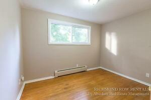 Renovated large 4/5 Bedroom house Old North 500$ inclusive London Ontario image 8