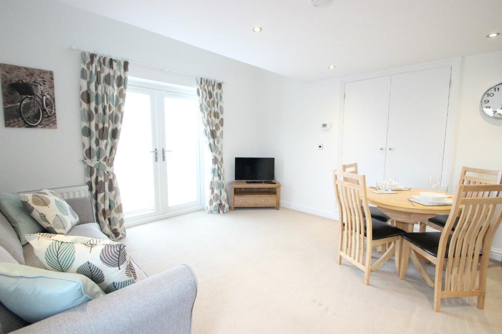 SHORT LET CLOSE TO OXFORD HOSPITALS | Luxury 1 Bedroom Cottage | Headington | OXFORD | ref: 2004