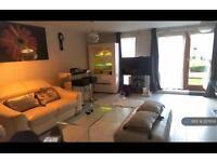 3 bedroom flat in Tomlin Court, Crawley, RH10 (3 bed)