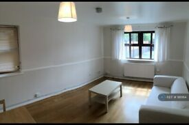 1 bedroom flat in Harewood Road, London, SW19 (1 bed) (#981164)