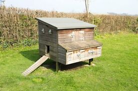 Chicken Coop / House. Seriously Solid, Suit up to 12 Chickens. Removable floor. Dismantles.