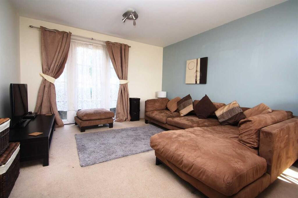 Large 2 Bedroom Flat in Chadwell Heath Dss accepted with guarantor