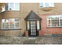 3 bedroom flat in Southerndown, Feltham, TW13 (3 bed)