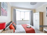 1 bedroom in Bushey Road, London, SW20
