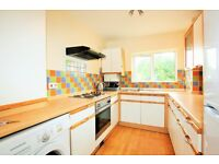 3 bedroom flat in Ashley Court, Great North Way, Hendon, NW4