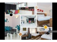 6 bedroom house in Station Road, Langley, Slough, SL3 (6 bed) (#1140555)
