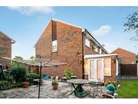 3 bedroom house in Abbott Close, Middx, UB5 (3 bed)