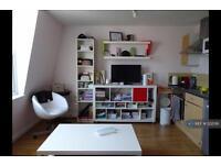 Studio flat in Finchley Road, London, NW3