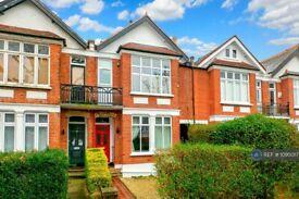 3 bedroom flat in Ealing, London, W13 (3 bed) (#1095017)
