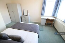 1 bedroom flat in Ladybarn Lane, Manchester, M14 (1 bed) (#955131)