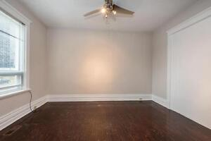 Great Downtown Location 5 Bedroom Student House London Ontario image 5