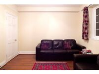 SPACIOUS FIRST FLOOR THREE DOUBLE BEDROOMS FLAT TO RENT ON QUEENSROAD, NW4