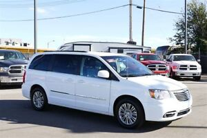 2015 Chrysler Town & Country Touring-
