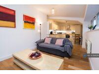 2 bedroom flat in Brixton, London, SW9 (2 bed) (#994208)