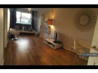 1 bedroom flat in Tolworth Road, Tolworth, KT6 (1 bed)