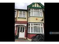 3 bedroom house in Christie Gardens, Chadwellheath, RM6 (3 bed)
