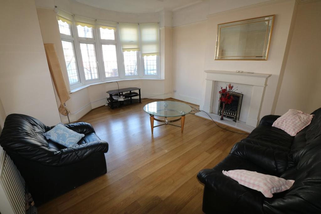 2 bedroom flat in Vicarage Lane, Ilford
