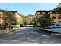 2 bedroom flat in Winchester Court, High Wycombe, HP11 (2 bed) (#920086)