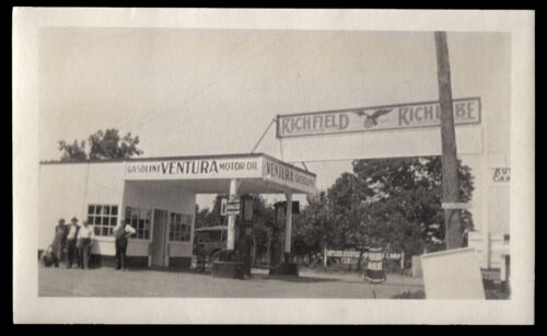 RICHFIELD CAR SERVICE STATION & GAS PUMPS in VENTURA CA ~ 1920s VINTAGE PHOTO